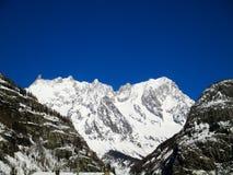 Panoramautsikt Mont Blanc för soluppgång för fjällängsnövinter Fotografering för Bildbyråer