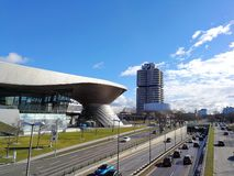 Panoramautsikt på BMW bården, BMW bekymret och BMW museet från åt sidan royaltyfri foto