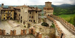 Panoramautsikt på Castell'arquato, Piacenza, Italien royaltyfria bilder