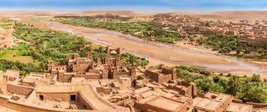 Panoramautsikt på dalen av Kasbah Ait Benhaddou - Marocko Royaltyfri Foto