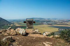 Panoramautsikt på dalen från bergkant arkivbild
