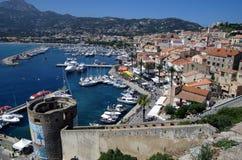 Panoramautsikt på den Calvi staden på den Korsika ön i Frankrike Arkivbild