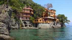 Panoramautsikt på den härliga italienska fjärden av Portofino, Italien stock video