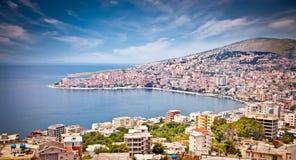 Panoramautsikt på den Sarande staden, Albanien Arkivbilder