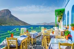 Panoramautsikt på den typiska grekiska restaurangen, Grekland Royaltyfria Foton
