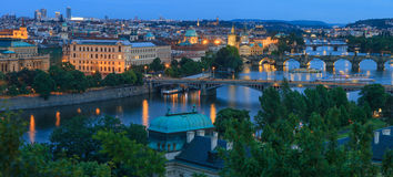Panoramautsikt på den Vltava floden Royaltyfri Fotografi
