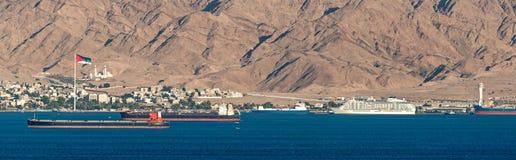 Panoramautsikt på marin- port av Aqaba, Jordanien, Mellanösten royaltyfri fotografi