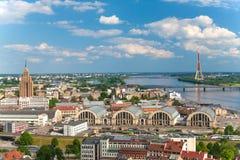 Panoramautsikt på mitten av Riga Fotografering för Bildbyråer