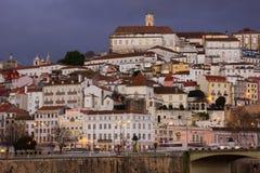 Panoramautsikt på natten Coimbra portugal royaltyfri foto