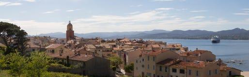 Panoramautsikt på Saint Tropez Frankrike och dess fjärd Fotografering för Bildbyråer