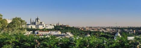 Panoramautsikt på Santa Maria Cathedral madrid spain royaltyfri foto