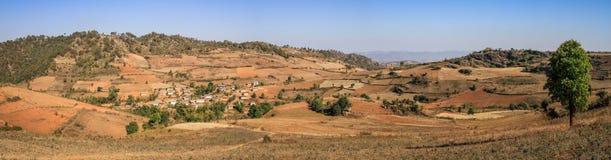 Panoramautsikt på shankullarna mellan Kalaw och Inle sjön, Burma Royaltyfri Foto