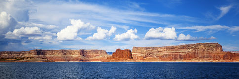 Panoramautsikt på sjön Powell royaltyfria bilder