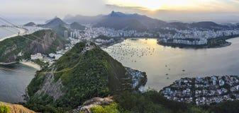 Panoramautsikt på solnedgången i Rio de Janeiro, Brasilien Royaltyfri Fotografi