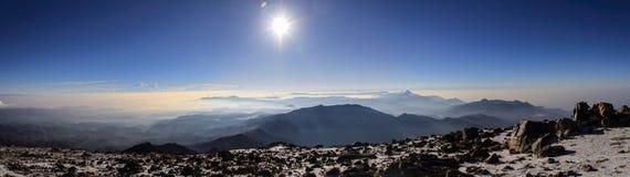 Panoramautsikt på vulkankedjan av Guatemala, från toppmötet av den Tajumulco vulkan, San Marcos, Guatemala Arkivbilder