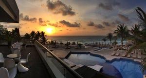 Panoramautsikt till havet på soluppgångtid Royaltyfri Fotografi