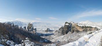 Panoramautsikt till Meteora och kloster arkivbilder
