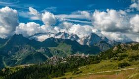 Panoramautsikt uppifrån av Marmoladaen dolomites Södra Tyrol Royaltyfri Fotografi