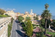 Panoramautsikten av centret, Grasse är de huvudvärldsdofterna Royaltyfri Foto