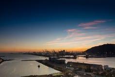 Panoramautsikten av den Adossat kryssninghamnplatsen och last port Arkivbilder