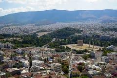 Panoramautsikten av den härliga Atenstaden från att se för akropol som är forntida, fördärvar och att bygga arkitektur, den stads Royaltyfria Foton