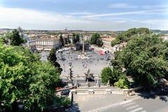 Panoramautsikten av den symboliska Piazza del Popolo kallade Arkivfoton
