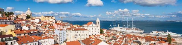 Panoramautsikten av det Lissabon taket från Portas gör solenoid-synvinkel - fotografering för bildbyråer