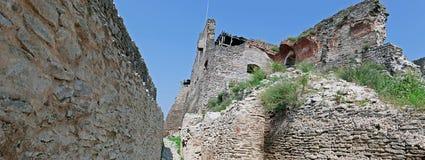 Panoramautsikten av en inre del på citadellen fördärvar av Deva arkivfoto
