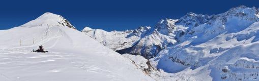 Panoramautsikten av Gavarnien Gedre skidar semesterorten Arkivfoto