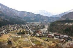 Panoramautsikten av historiskt Shirakawa-går byn i vår japan royaltyfria foton