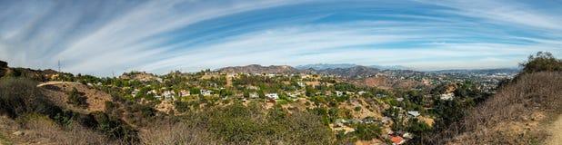 Panoramautsikten av Hollywood Hills från den Runyon kanjonen parkerar, Los Angeles royaltyfri fotografi