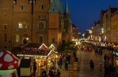 Panoramautsikten av julberömmen på årlig jul marknadsför i Wroclaw poland fotografering för bildbyråer