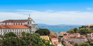 Panoramautsikten av Miradouro da Graca från Senhora gör monteviewp Arkivbild