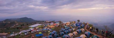Panoramautsikten av Phu thapbuek för soluppgång, detta ställe är popet Royaltyfri Fotografi