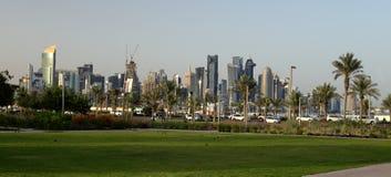 Panoramautsikten från Bidda parkerar i Doha Arkivbild