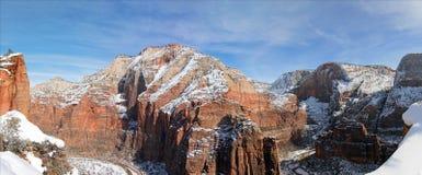 Panoramautsikten från spanar utkik på änglar som landar fotvandra slingan i Zion National Park i Utah Arkivfoto