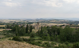 Panoramautsikter av Loarre, Aragon, Huesca, Spanien från uppe på byn Royaltyfria Bilder