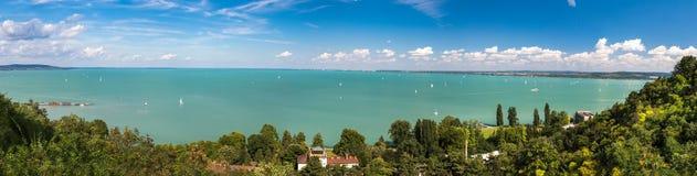 Panoramautsikter av sjön Balaton Arkivfoton