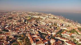 Panoramautsiktslott av den SaoJorge Lisbon antennen stock video
