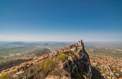 Panoramavesting van Guaita (Rocca-della Guaita), kasteel i Royalty-vrije Stock Fotografie