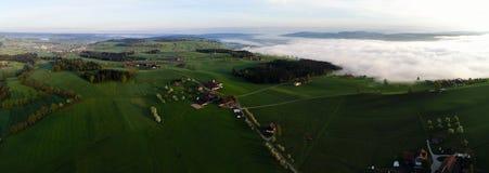 Panoramavogelperspektive der hügeligen Landschaft in der Mittel-Schweiz lizenzfreie stockfotos