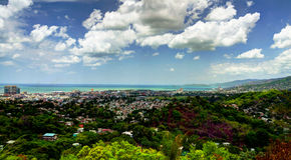 Panoramavogelperspektive nach Port-of-Spain, Trinidad und Tobago lizenzfreies stockbild