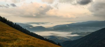 Panoramic foggy mountains Royalty Free Stock Photos