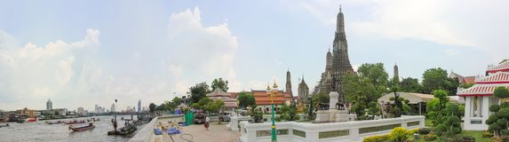 Panoramic image of the city Bangkok showing the Wat Arun, Temple of Dawn royalty free stock photos