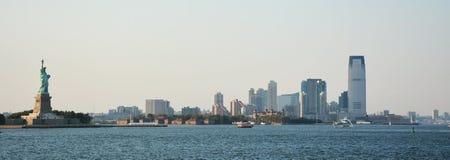 Free Panoramic Image Of Lower Manhattan Skyline Royalty Free Stock Images - 33417799