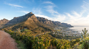 Panoramic photo of Table Mountain and the Twelve Apostles at dus Stock Photos