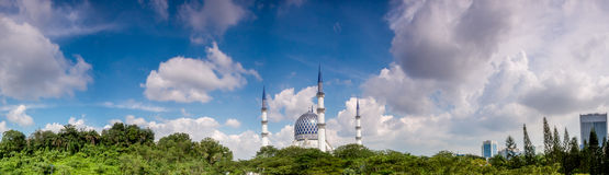 Panoramic of Sultan Salahuddin Abdul Aziz Shah Mosque on a sunny Royalty Free Stock Photography