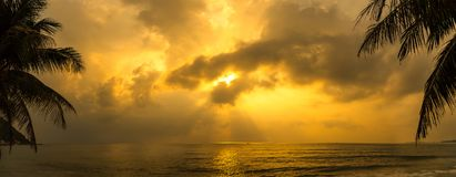 Sunset with dramatic cloud over sea Royalty Free Stock Photo