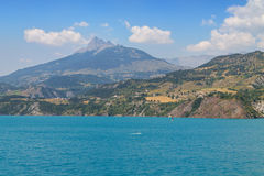 Panoramic view of the beautiful blue lago di Serre-Poncon in the Stock Photo