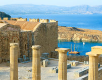 Panoramic view of Doris Temple of Athena Lindia, medieval castle on Acropolis of Lindos with blue bay beneath, Rhodes Stock Photography